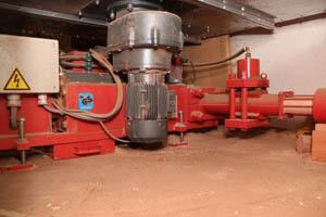 brikettierung mechanische brikettpresse mehr gebraucht. Black Bedroom Furniture Sets. Home Design Ideas