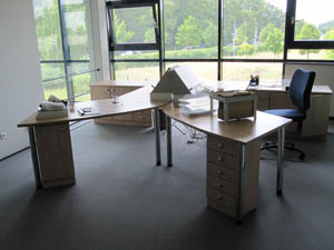 Arredi e prodotti per ufficio usati mobili e altri autos for Stock mobili ufficio